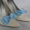 Kék masni esküvői cipőklipsz , Ruha, divat, cipő, Esküvő, Cipő, papucs, Esküvői ruha, Varrás, Babakék színű szaténból és babakék tekla gyöngyökből készült ez a finom kis cipőklipsz.Esküvőre men..., Meska