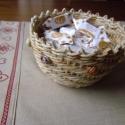 Rózsás kaspó csuhéból, Dekoráció, Otthon, lakberendezés, Kaspó, virágtartó, váza, korsó, cserép, Fonás (csuhé, gyékény, stb.), Kukoricacsuhéból sodort kaspó formájú tároló.  Igen sokoldalú a kis teremtményem! :) Tarthatsz benn..., Meska