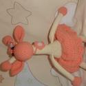 Horgolt gyerekjáték (rózsaszín zsiráf), Játék, Baba játék, Horgolás, Ez a rózsaszín zsiráf akril és pamutfonalból készült. Mérete kb. 30 cm. , Meska