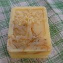 Olívás, körömvirág szappan, Szépségápolás, Baba-mama-gyerek, Mindenmás, Szappan, tisztálkodószer, Érzékeny bőrűek részére készítettem ezt az ápoló szappant,olívaolaj és körömvirág felhasználásával. ..., Meska