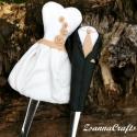 Esküvői szett-kanál, Esküvő, Konyhafelszerelés, Esküvői dekoráció, Nászajándék, Gyurma, Mindenmás, Kitűnő nászajándék egy menyasszonyt és egy vőlegényt ábrázoló felnőtt méretű kanál/villa/kés szett. ..., Meska