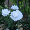 fehér rózsa nemez virág , Dekoráció, Otthon, lakberendezés, Ünnepi dekoráció, Kaspó, virágtartó, váza, korsó, cserép, Nemezelés, Asztal dísz, dekoráció. Három szál nemezelt fehér rózsa.   22 cm magas, 7-9 cm átmérőjű virágok. A ..., Meska