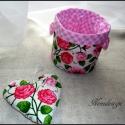 Rózsás textil tároló, kosárka + dekorációs szív, Dekoráció, Otthon, lakberendezés, Dísz, Tárolóeszköz, Varrás,   Csodaszép rózsás és kockás anyagok kombinációjával készült ez a textil tároló vagy kosárka. Hozzá..., Meska