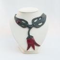Egyedi tulipános nyaklánc, Ékszer, óra, Mindenmás, Nyaklánc, Bőrművesség, Ékszerkészítés, Ez egy teljesen egyedi darab! Nem készül még egy ugyan ilyen!  A nyakláncot bőrből készítettem. A t..., Meska