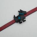 Kutyás karkötő (kék), Ékszer, óra, Mindenmás, Karkötő, Bőrművesség, Ékszerkészítés, Ezt a kis mókás karkötőt marhabőrből készítettem.  Méretei:  A kutya: kb. 4,5 cm széles és 4,2cm ma..., Meska