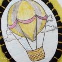 Léghajó / Hőlégballon bross - kézzel rajzolt, Ékszer, óra, Bross, kitűző, Egyedi, zsugorkára rajzolt hőlégballon díszíti ezt a brosst. A hőlégballon gyapjúfilc keretbe került..., Meska