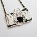 Vintage kamera - rajzolt medál, Ékszer, óra, Medál, Nyaklánc, Zsugorkából készült, egyedi, rajzolt medál bronz színű láncon.  medál - 35 x 25 mm lánc - 2 x 22 cm ..., Meska