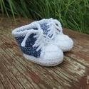 Farmerkék babacipő koraszülött babának (12-13 méret), Baba-mama-gyerek, Ruha, divat, cipő, Cipő, papucs, Horgolás, Divatos, vagány farmerhatású horgolt tornacipő. Színei:drapp színű talp, fehér szegély és cipőfűző,..., Meska