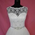 Csipkés menyasszonyi ruha övvel, Esküvő, Ruha, divat, cipő, Menyasszonyi ruha, Esküvői ruha, Varrás, Fehér színű  hosszú tüllszoknyás abroncsos  menyasszonyi ruha. A ruha tüllből és szaténból készült,..., Meska