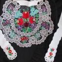 Riseliő, kalocsai hímzésű kötény, menyecskeruhához, Dekoráció, Esküvő, Női ruha, Felsőrész, póló, Hímzés, Riselt kötény, gyönyörűen kidolgozott, kalocsai hímzéssel.  Igazi népi viselet lehet esküvőre, meny..., Meska