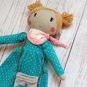 Hella öltöztethető balerina baba sállal és táskával, Játék, Baba, babaház, Játékfigura, Plüssállat, rongyjáték, Varrás, Baba-és bábkészítés, Egyedi, öltöztethető baba. Anyaga lenvászon, poliészter töltettel. Magassága 30 cm.  Szeme, szája, ..., Meska