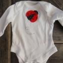 KATICA appilikált bababody, Baba-mama-gyerek, Ruha, divat, cipő, Gyerekruha, Baba (0-1év), Horgolás, Varrás, KATICA egyedi mintával applikált bababodyt készítettünk kisbabád, gyermeked számára.  A bababody ki..., Meska