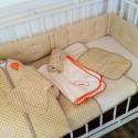 Beige pöttyös ágyneműszett babáknak, gyerekeknek, Baba-mama-gyerek, Gyerekszoba, Falvédő, takaró, Festett tárgyak, Mindenmás, Vidám pöttyös textilből készített, baba- gyerektakaró és párna. Két finom, pamutréteg között puha fl..., Meska