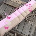 PILLANGÓS rácsvédő - beige-rózsaszín, Baba-mama-gyerek, Gyerekszoba, Falvédő, takaró, Baba-mama kellék, Varrás, Vidám, kedves és egyedi rácsvédőt készítettünk babaágyba, pillangós applikációkkal.    A rácsvédő 3..., Meska