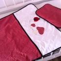 KATICÁS ágynemű - fehér-piros - takaró+párna, Baba-mama-gyerek, Gyerekszoba, Falvédő, takaró, Festett tárgyak, Mindenmás, Egyedi, különféle vidám, színes textilekből készített, applikációkkal ellátott baba- gyerektakaró é..., Meska