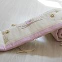 MADÁRKA rácsvédő -egyedileg applikált, Baba-mama-gyerek, Gyerekszoba, Falvédő, takaró, Baba-mama kellék, Vidám, kedves és egyedi rácsvédőt készítettünk babaágyba,egyedi applikációkkal.    A rácsvédő 3 réte..., Meska