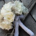 White VINTAGE - menyasszonyi, esküvői körcsokor, Esküvő, Otthon, lakberendezés, Kaspó, virágtartó, váza, korsó, cserép, Esküvői csokor, Virágkötés, Gyönyörű habrózsák harmonikus összefonódása, csipke és gombok és madzag kiegészítők elegye teszi kü..., Meska