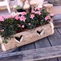 Rusztikus virágtartó láda - szív mintával, Otthon, lakberendezés, Kaspó, virágtartó, váza, korsó, cserép, Famegmunkálás, Kemény fából faragott virágtartó láda. 40cmes virágláda méretéhez igazítva.  Mérete: kb. 13*23*53cm..., Meska