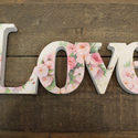 LOVE felirat - rózsás díszítéssel, Dekoráció, Esküvő, Dísz, Esküvői dekoráció, Festett tárgyak, LOVE feliratot készítettünk. Esküvőn, fotózáson kiválóan alkalmazható, szimplán lakásdekorációként ..., Meska