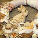 Húsvéti nyuszis kopogtató, koszorú, ajtódísz- beige, Dekoráció, Otthon, lakberendezés, Dísz, Virágkötés, Egyedi, természetes, üde és friss kopogtatót készítettünk OTTHONOD díszítésére.    Mérete: kb. 33cm..., Meska