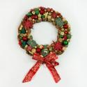 London adventi- karácsonyi ajtódísz/ beltéri dekoráció, Dekoráció, Karácsonyi, adventi apróságok, Karácsonyi dekoráció, Ünnepi dekoráció, Virágkötés, Toboz alapra, 80-100 db piros,zöld és arany karácsonyi dísz és termés  felhasználásával,  piros-ara..., Meska