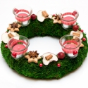 Koppenhága moha adventi koszorú, Dekoráció, Karácsonyi, adventi apróságok, Karácsonyi dekoráció, Ünnepi dekoráció, Mindenmás, Virágkötés, Piros,fehér, zöld színekkel,moha alapra készítettem ezt a nagyon kedves adventi koszorút.  A koszor..., Meska