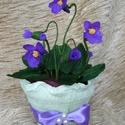 Ibolya cserépben, Dekoráció, Papírművészet, Virágkötés, A tavaszt csempészhetjük otthonunkba ezzel a kis cserép ibolyával.  A növényke virága és levelei kr..., Meska