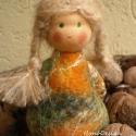 Szőke hajú nemezruhás erdei manó, Dekoráció, Játék, Karácsonyi, adventi apróságok, Baba, babaház, Baba-és bábkészítés, Nemezelés, Ennek a nemezruhás Waldorf manónak a ruháját az ősz színei ihlették - a zöld, a sárga, a narancssár..., Meska