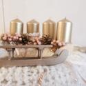 Romantikus ünnepi adventi koszorú arany rózsaszín fehér, Dekoráció, Ünnepi dekoráció, Virágkötés, Varrás, Ezt az asztali koszorút a romantikus színek rajongóinak készítettem.  30 cm átmérőjű szalmakoszorút..., Meska