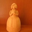 Női figura (C), Dekoráció, Dísz, Kerámia, Korongozott, 980 °C fokon égetett, mázatlan női figura. Magassága 14 cm., Meska