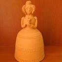 Női figura (E), Dekoráció, Dísz, Kerámia, Korongozott, 980 °C fokon égetett, mázatlan női figura. Magassága 14 cm., Meska