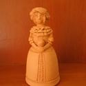 Női figura (F), Dekoráció, Dísz, Kerámia, Korongozott, 980 °C fokon égetett, mázatlan női figura. Magassága 13,3 cm., Meska