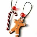 Karácsonyi fülbevaló #1, Ékszer, óra, Fülbevaló, Ékszerkészítés, Fémmegmunkálás, Mézeskalács ember és candy cane (cukorpálca). Kell ennél karácsonyibb-télibb fülbevaló?  *Hossza: 6..., Meska