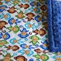 Minky vastag baba takaró - Monkeys in Royal és sötét kék Minky, Baba-mama-gyerek, Baba-mama kellék, Gyerekszoba, Falvédő, takaró, Varrás, Pihe-puha bélelt Minky takaró.   Egyik oldala 100% pamut designer textil, fehér alapon zöld, barna ..., Meska