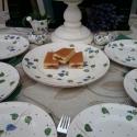 Vidéki romantika-Kékfestő süteményes készlet apró kiegészítőkkel, Konyhafelszerelés, Otthon, lakberendezés, Dekoráció, Ünnepi dekoráció, Kerámia, Festett tárgyak, Fehér agyagból,mázalatti festékkel,egészségre ártalmas anyag mentes mázzal készítettem ezt a sütemé..., Meska