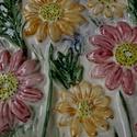 Tavaszi virágeső.... kerámia falikép, Otthon, lakberendezés, Karácsonyi, adventi apróságok, Falikép, Karácsonyi dekoráció, Festett tárgyak, Kerámia, Őszirózsás -színpompás kerámia faliképet készítettem. Mérete: 36 X 22 cm  Rendelésre esetleg más sz..., Meska