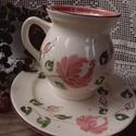 Lizi bögre-Rózsás romantikusan, Konyhafelszerelés, Dekoráció, Bögre, csésze, Ünnepi dekoráció, Kerámia, Festett tárgyak, Fehér agyagból,mázalatti festékkel,egészségre káros anyag mentes mázzal készítettem ezt a 7 dl es  ..., Meska