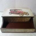 Olds Mobil... Asztali írószertartó... férfiaknak..., Bútor, Dekoráció, Otthon, lakberendezés, Tárolóeszköz, Decoupage, szalvétatechnika, Festett tárgyak, Egy 1907-es Rover-rel díszített írószertartó férfiaknak... Vintage stílusban, antikolva... Mérete: ..., Meska