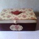 Rózsás teás-doboz..., Otthon, lakberendezés, Konyhafelszerelés, Dekoráció, Tárolóeszköz, Decoupage, szalvétatechnika, Festett tárgyak, Ez egy 20X15X8 cm-es antikolt vintage dobozka (teafilter tartó)... ami sok apró csokit, bonbont... ..., Meska