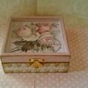 Rózsis... Apróság... , Dekoráció, Otthon, lakberendezés, Tárolóeszköz, Decoupage, szalvétatechnika, Festett tárgyak, Elegáns hölgyek elegáns apróságainak készült ez az apró dobozka...  Mérete: 11x11x5 cm, Meska