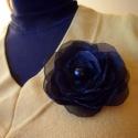 Fekete és elegáns  virág bross, Ékszer, óra, Ruha, divat, cipő, Bross, kitűző, Hajbavaló, Mindenmás, Varrás, Fekete színű selyem virág bross.  Minden szirmot egyenként kézzel vágtam és égettem, hogy lezárjam a..., Meska