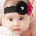 Kis díváknak hajpánt, Ruha, divat, cipő, Hajbavaló, Hajpánt, Mindenmás, Varrás, A pánt fekete színű rugalmas csipke, ezen pihen a gyönyörű fekete virág, mellette egy rózsaszínű ki..., Meska
