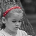 Angyali, virágos, gyöngyös hajpánt, Ruha, divat, cipő, Hajbavaló, Hajpánt, Mindenmás, Varrás, A pánt piros csipke szalag és részben rugalmas gumi pánt.A csipkén apró virágok és minden virág köz..., Meska