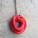 Piros kerek szalagmedál kerámia ékszer, Ékszer, óra, Nyaklánc, Medál, Ékszerkészítés, Kerámia, Saját készítésű, egyedi kerámia ékszer,tervezetten szabálytalan,trendi, modern darab. Színes kerámi..., Meska