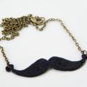 Bajusz nyaklánc - mustache - fekete, Ékszer, óra, Medál, Nyaklánc, Ékszerkészítés, Tűzzománc, Apró kis bajuszt fűrészeltem ki a vörösrézlemezből, zománcoztam és antikolt láncra tettem. A lánc h..., Meska
