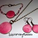 Textil gomb ékszer szett - Puhaság - Pink rózsaszín, Ékszer, óra, Ékszerszett, Ékszerkészítés, Ez az ékszer szett  pillekönnyű viselet. Az általam behúzott textil gombokból készült.  Méretei :  ..., Meska