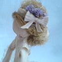 Rose - Csuhébaba, Otthon, lakberendezés, Képzőművészet , Szobor, Baba-és bábkészítés, Népi játék és hangszerkészítés, Csuhéból készült, romantikus ruhába bújtatott kisasszonyka, virágokkal díszített kalappal a kezében..., Meska