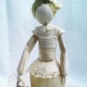 Mendy - Csuhébaba, Dekoráció, Képzőművészet , Otthon, lakberendezés, Dísz, Népi játék és hangszerkészítés, Baba-és bábkészítés, Csuhéból készült, romantikus ruhába bújtatott kisasszonyka, virággal teli kis kosárral a kezében, s..., Meska