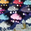Hófelhő kitűző, Dekoráció, Mindenmás, Ruha, divat, cipő, Dísz, Varrás, Puha pink színű textilbőrből készült vidám kis kitűző,mely jó hangulatról gondoskodik kabátodon,aká..., Meska