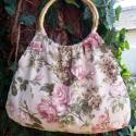 Rózsás táska, Táska, Válltáska, oldaltáska, Szatyor, Varrás, Mindenmás, Rózsás válltáska.   Rózsaszín virágok díszítik a drapp vászon anyagot.  Füle 18cm-es átmérőjű bambu..., Meska